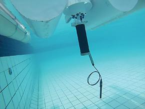 Experimento com equipamento submerso para monitorar reservatórios, lagos e rios