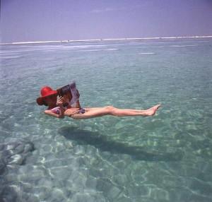 Flutuando no mar morto
