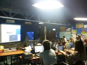 Prof Dr Marcelo Fukuda na palestra de ecossistemas marinhos