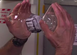 água na estação espacial