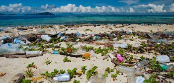Plastico na Praia